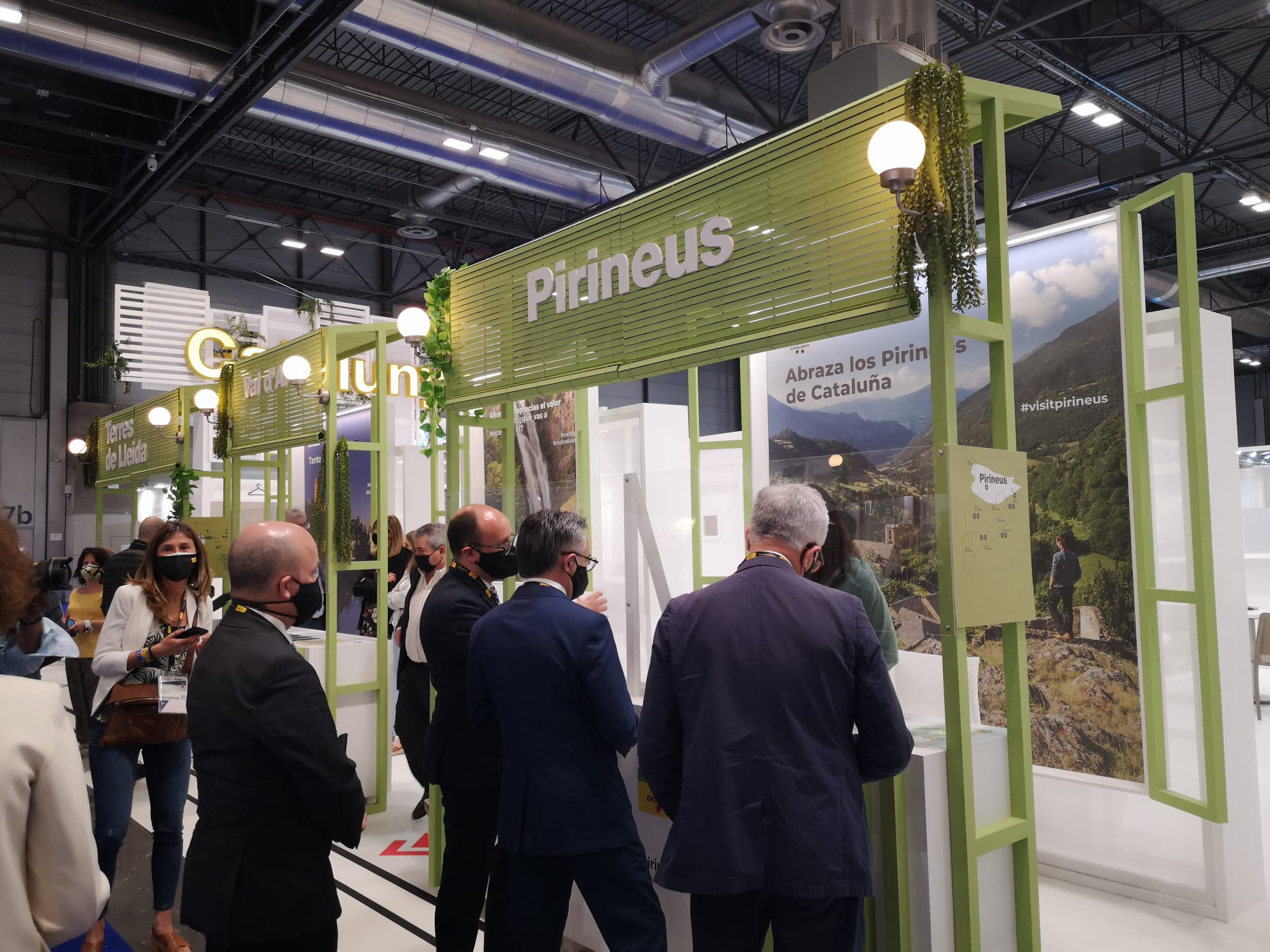 El conseller Ramon Tremosa visitant l'espai de Pirineus i Terres de Lleida